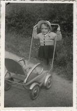 PHOTO ANCIENNE - VINTAGE SNAPSHOT - ENFANT POUSSETTE MODE DRÔLE - CHILD FUNNY 1