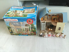 SYLVANIAN FAMILIES BLUEBELL COTTAGE WITH FURNITURES & MACAVITY CAT FAMILY BOXED
