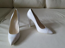 NEW Chanel CC Logo White Distressed Leather Cap Toe Pointy Pump Heels 40.5
