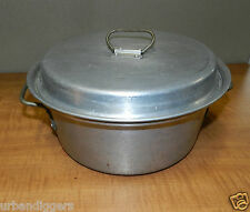 4338/  Vintage 1950s ALUMINUM DUTCH OVEN w Cover ~ vintage camping cookware