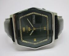VINTAGE MEN'S SEIKO 5 AUTOMATIC DAY AND DATE WRIST WATCH IN PERFECT CONDITION