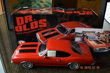 ACME: 1:18 -  1970 OLDSMOBILE 442 HOLIDAY COUPE-DR. OLDS-SERIES III-MATADOR RED!