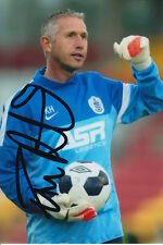 QPR HAND SIGNED KEVIN HITCHCOCK 6X4 PHOTO.
