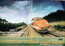 PUBLICITE ADVERTISING 0217  1981  le Tgv  SNCF  (2p) le train Paris-Lyon