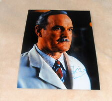 John Cleese *Monty Python, James Bond* original signed Foto in 20x25 (8x10 Inch)