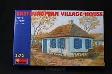 YV085 MINIART 1/72 maquette 72016 East European Village House maison Est Europe