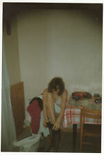PHOTO  PIN UP FEMME MET DES BAS EN SOUTIEN GORGE