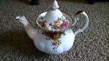 ROYAL ALBERT BONE CHINA LG.6-CUP TEA POT-OLD COUNTRY ROSES-1962 Copyright