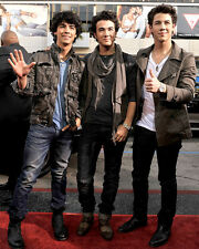 The Jonas Brothers UNSIGNED photo - G416 - Joe, Kevin and Nick