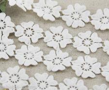 DENTELLE APPLIQUE vendue par 50 cm (soit 17 fleurs) ** 25 mm ** BLANC CREME