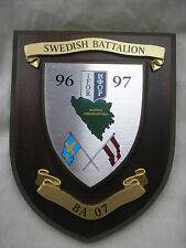 SWEDISH BATTALION IFOR 1996/97 BOSNIA   REGIMENTAL WALL PLAQUE, CREST / SHIELD