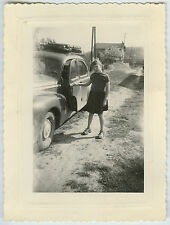 PHOTO ANCIENNE - VOITURE FILLE TRACTION - CAR GIRL - Vintage Snapshot
