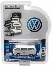1:64 GreenLight *CLUB V-DUB R3* 1975 Volkswagen VW Type 2 AMBULANCE *NIP*