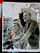 photo original  GRACE KELLY PRINCESS ALEC GUINNESS ASHEVILLE UMBRELLA 1956