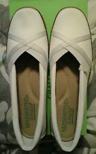 Grasshoppers Ortholite shoes, women's size 7 1/2, memory foam, Misty White Cork