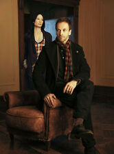 Jonny Lee Miller and Lucy Liu UNSIGNED photo - 8899 - Elementary