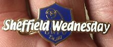 SHEFFIELD WEDNESDAY CREST AND SCRIPT WRITING ENAMEL PIN BADGE
