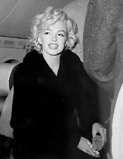 MARILYN MONROE BEAUTY ON AN AIRPLANE IN FUR  (1) RARE 4x6 GalleryQuality PHOTO