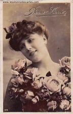 Carte postale ancienne fantaisie Bonne Année 1907 - Portrait d'une jeune femme