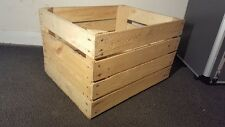 LIGHT NATURAL VINTAGE WOODEN APPLE FRUIT CRATE RUSTIC OLD BUSHEL BOX HAMPER..