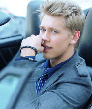 Austin Butler UNSIGNED photo - E1498 - Life Unexpected & Switched at Birth
