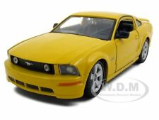 2006 FORD MUSTANG GT YELLOW 1:24 DIECAST MODEL CAR BY MAISTO 31997