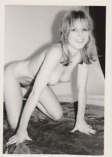 AKTFOTO NUDE AKT Originalfoto. Vintage 60/70er Jahre. Hübsche kniend.
