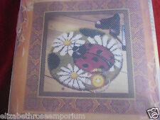 BNIP Sunny Crochet Hazlo tú mismo Ladybird & Daisy Alfombra De Crochet Gancho De Cierre Kit 45cm de diámetro
