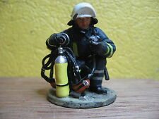 FIGURINE DEL PRADO POMPIER TENUE DE FEU GOTTINGEN ALLEMAGNE 2004  FIRE FIGHTER