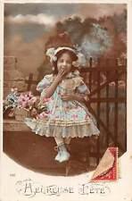 Heureuse Fete, shy girl fille, giggle, flowers, basket