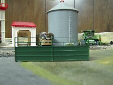 1/64 Custom Scratch-Cast Cattle Long Alley - Green