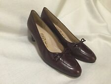 Salvatore Ferragamo women calf skin leather pumps size 7 AA brown / burgundy