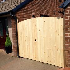WOODEN DRIVEWAY GATES 5FT HIGHEST POINT X 8FT WIDE