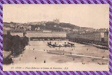 LYON - Platz Bellecour und die Hügel Fourvière