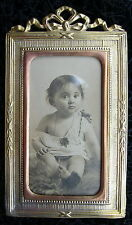 fin XIXè: CADRE PHOTO bébé  en LAITON décor Louis XVI ANTIQUE  PHOTO FRAME baby