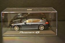 Porsche Panamera 4S 2009 Minichamps diecast vehicle in scale 1/43