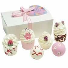 BOMB COSMETICS Little Box of Love Ballotin, Coffret Cadeau pour le Bain  (6 prod