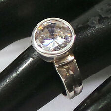 Gorgeous 5.46 Grams/27.30 Cts BeautifulL Cz(Zircon) 925 Sterling Silver Ring