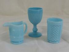 Sammlung Pressglas, Fußbecher Becher Kännchen opak hellblau Reliefdekor ~1930