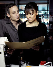 Wallace Langham & Liz Vassey (40148) 8x10 Photo