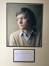 TOM COURTENAY - DR ZHIVAGO ACTOR - EXCELLENT SIGNED COLOUR DISPLAY
