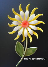 LONG STEM SHASTA DAISY VINTAGE METAL ENAMEL FLOWER PIN CRISP WHITE YELLOW PETALS