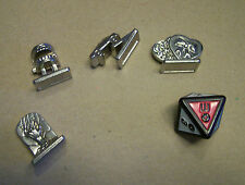 4 Metal Tokens and 8-sided die from Scene It Movie game 2nd Edition teeth, grave