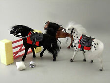 LOT DE 3 PETITS CHEVAUX ET OBSTACLE, jouets, 14 cm