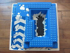 LEGO 2552 @@ Baseplate, Raised 32 x 32 with Ramp and Pit, Ice Pattern @@ 12