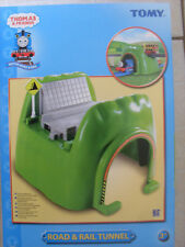 TOMY TrackMaster Thomas The Tank Engine strada e ferrovia tunnel NUOVO.