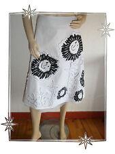 Magnifique Jupe Blanche et Noire Motifs Fleurs Desigual Taille 34