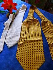 lot 2belles cravates soie ,griffée ted lapidus   tres bon état