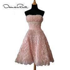Drop Dead Gorgeous embroidered petal  Gown  Dress By Oscar De La Renta sz 10
