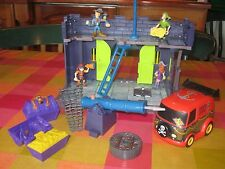 Scooby Doo Pirate Fort Set including Van, Parts + 4 Characters in Great Conditio